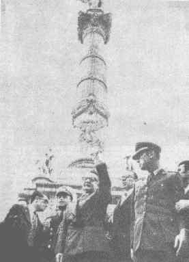 Visit to the Independence Monument in Mexico, DF, 1972.