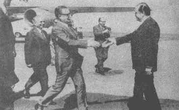 Saludando al presidente de Venezuela, Rafael Caldera.